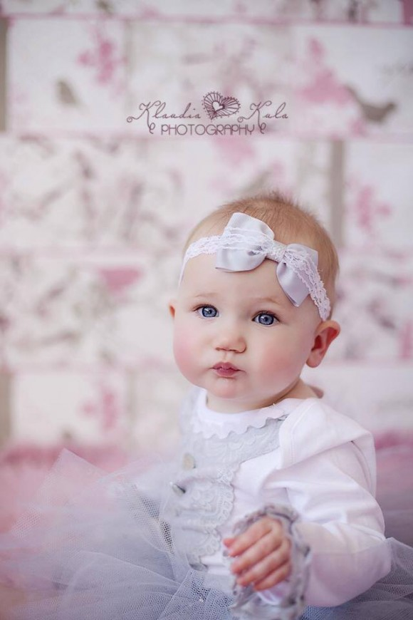Headband with grey bow with lace